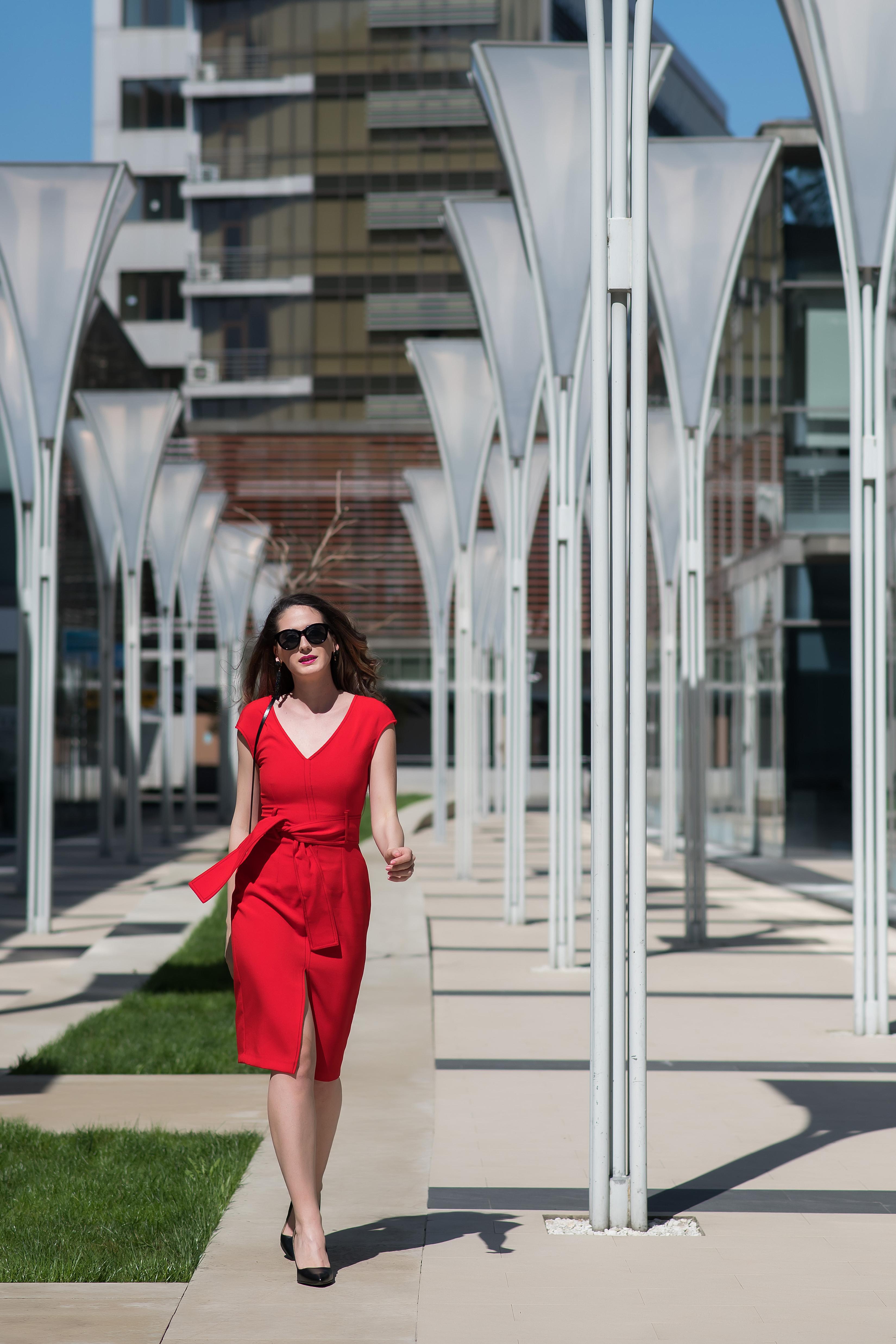 Idei de ținute în roșu: adaugă feminitate