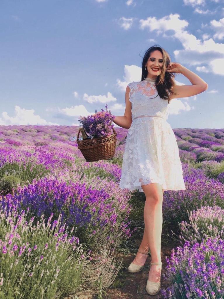 Iubire în lanul de lavandă : idei de ținute